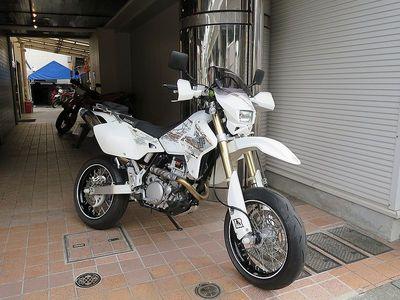 drz-400sm_800.jpg